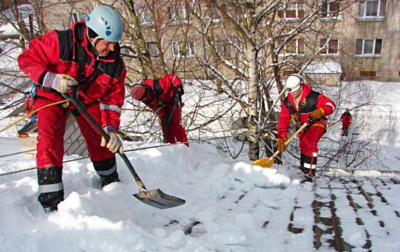 Как сделать лопату для уборки снега из железа